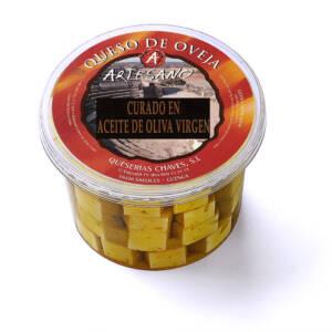 Dados de queso curado en aceite de Queserías Chaves